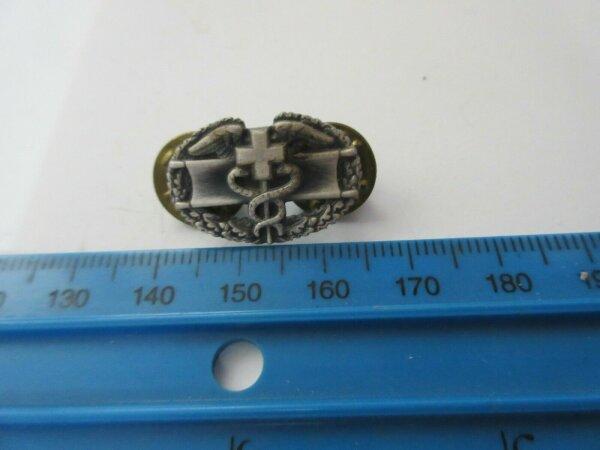 1 Original Army Medical Corps Service Basic Qualification Collar Badge USMC NAM
